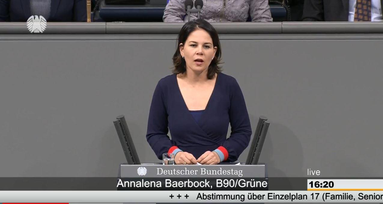 Annalena Baerbock spricht im Plenum des Deutschen Bundestages